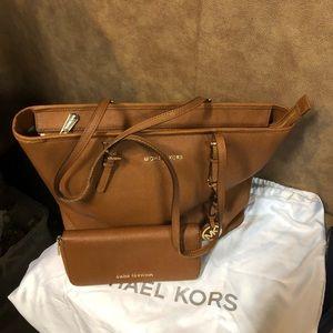 🌻Wonderful Michael Kors Saffiano Leather Set